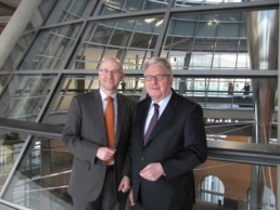Peter Tauber mit Peter Wichtel. Foto: Tobias Koch