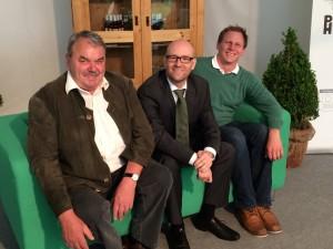 Auf der grünen Couch mit Kreisbauernpräsident Bruno Wörner (links) und Manuel Schneider