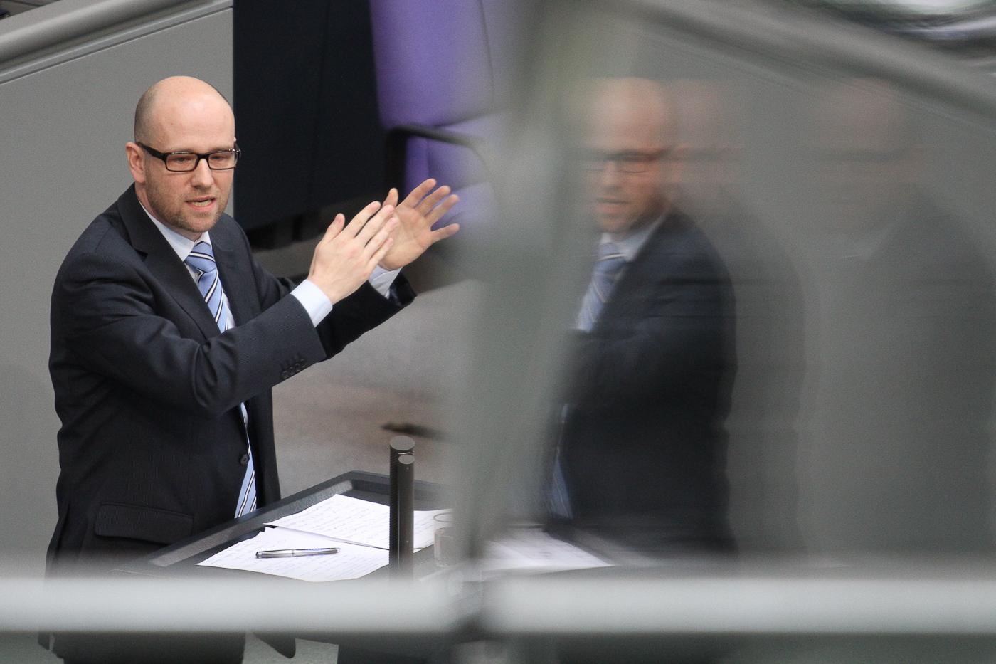 Peter Tauber spricht im Deutschen Bundestag. Foto: Tobias Koch