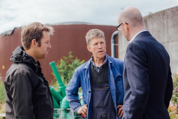 Pioniere in Sachen Biogas: Peter Tauber besucht Weiherhof